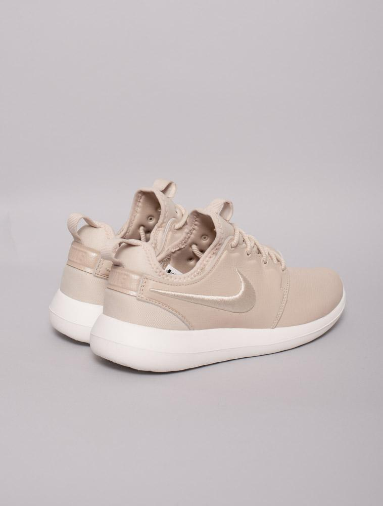check out 7be83 a55c2 Cheap Nike Roshe Two Iguana On Foot Video at Exclucity